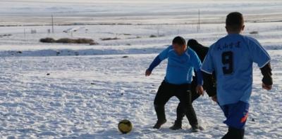 雪地足球赛
